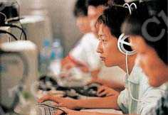 Students often find computer games an effective way of offsetting academic pressure. Photos by China Foto Press