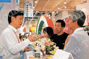 A business start-up fair for returned overseas students in Dalian, Liaoning Province. China Foto Press