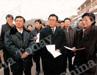 Ministerial leaders inspecting communication facilities in Hubei Province.