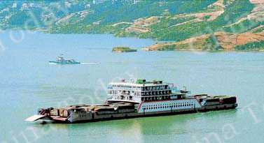 A roll-on/roll-off ship on the Yangtze River. One-third of the river's navigable length lies within Hubei Province.