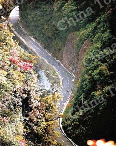 The landscaped tourist highway from Shennongjia to Yichang.